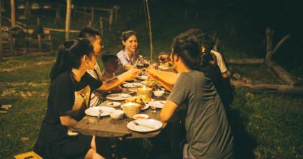 Ăn tiệc chung